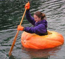 woman-pumpkin boat