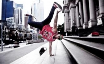 4f4c4900a11e01330399488hip-hop-and-break-dancing-show-instinct-20122-555x345