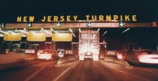 New_Jersey_Turnpike_Exit_11_Tollbooth_at_night_1992-e1449696622638
